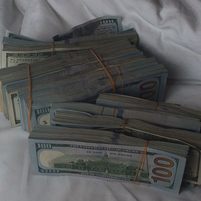 dollars_on_bed